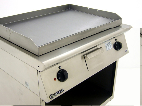 Mareno-FT7-8EL-Freestanding-Griddle-Controls